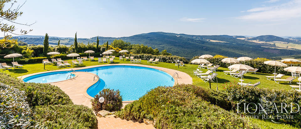 stunning property for sale on tuscan hills