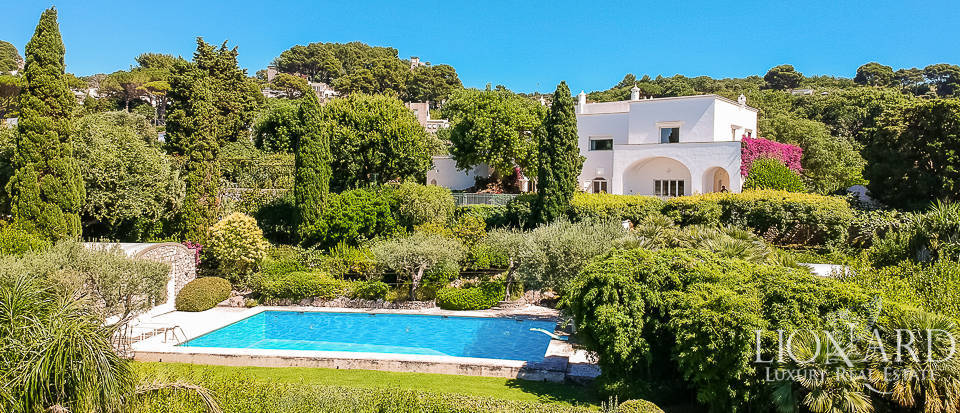 Luxury villa with park and outbuilding in the charming island of Capri