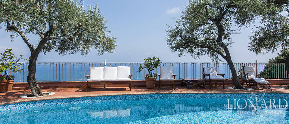 Stunning luxury villa overlooking the Ligurian sea Image 1