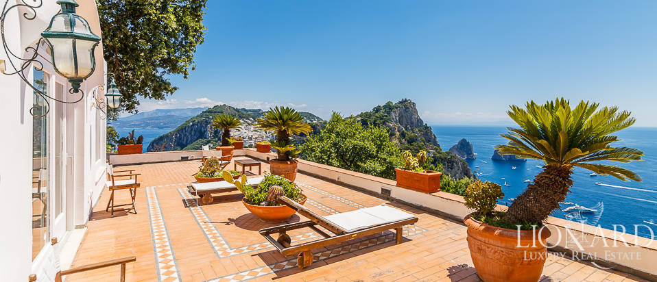 Villa with a panoramic view for sale by Capri