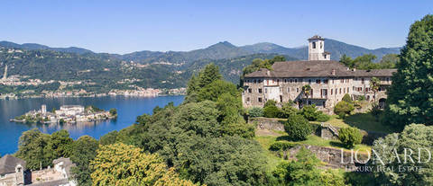 wonderful estate for sale by lake orta