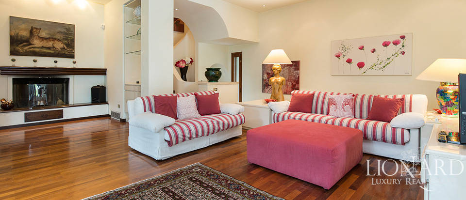 villa with swimming pool for sale in milan