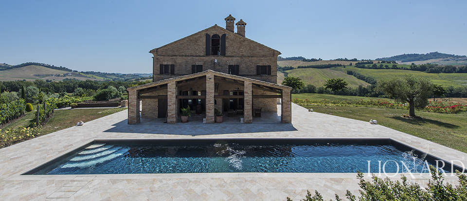 Wonderful luxury villa for sale near Macerata Image 1