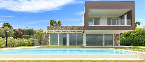 house with swimming pool for sale by lake garda