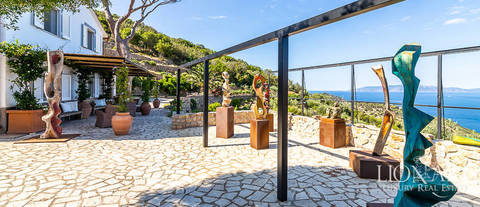 villa for sale in front of the sea in mount argentario