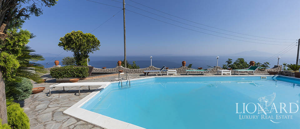 Sea-front villa for sale in Anacapri Image 1