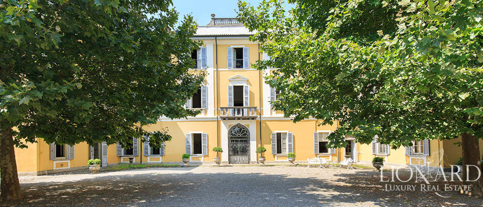Charming historical estate for sale near Bergamo Image 1