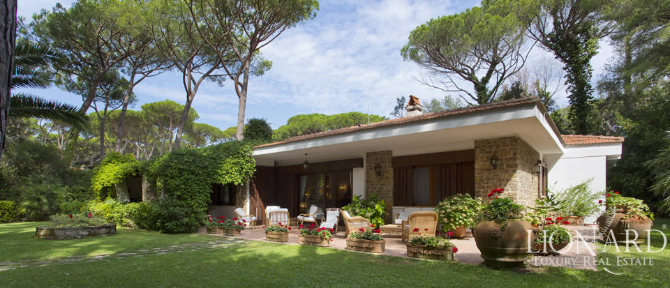 Exclusive villa for sale in the renowned Roccamare Image 1