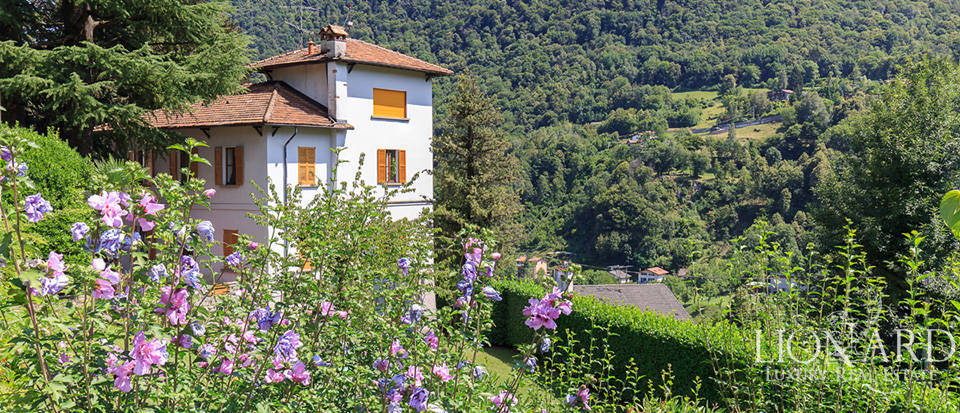 exclusive villa with fantastic view of lake como for sale