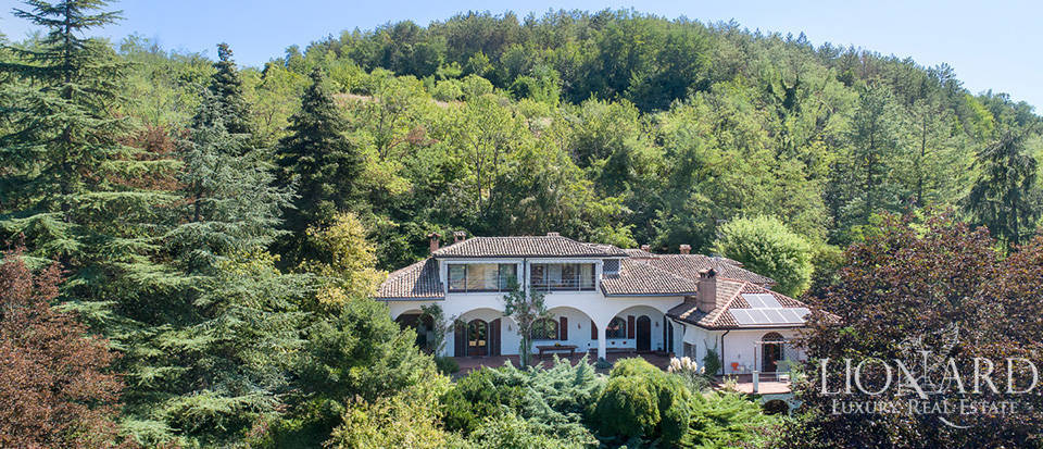 luxury villa surounded by a green area for sale in pavia