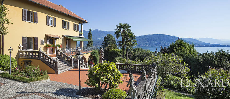 Luxury villa for sale on the shores of Lake Maggiore Image 1