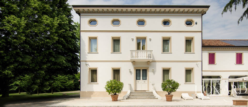 Exclusive luxury villa for sale in the province of Venice Image 1