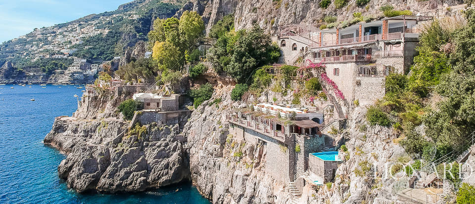 luxury villa by the sea on the amalfi coast