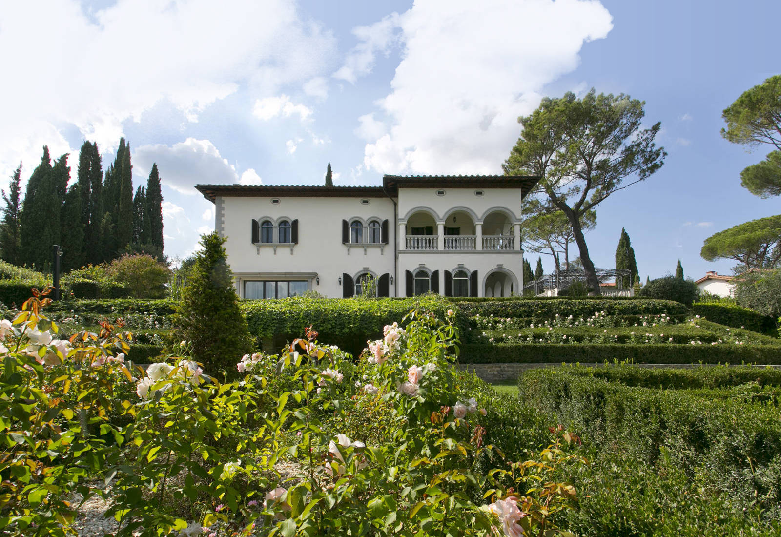 Luxury villa for sale at a stone's throw from the center of Florence