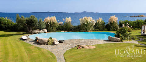 luxury villa in front of the sea in porto rotondo