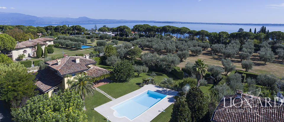 Stunning villa with a view of Lake Garda Image 1