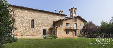 refined estate for sale in the heart of franciacorta