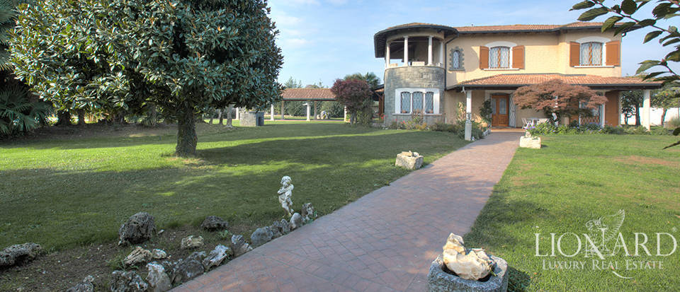 historical villa for sale in the province of brescia