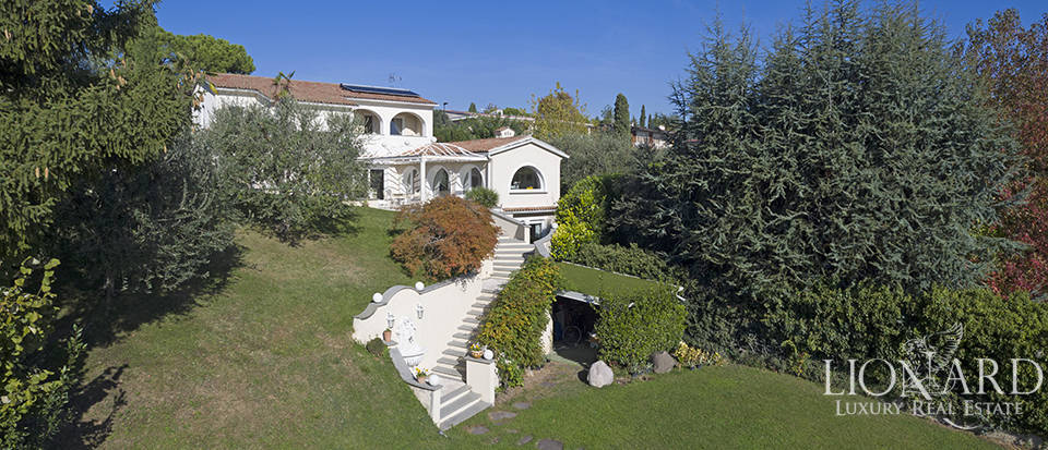 Luxury villa for sale in Padenghe sul Garda Image 1
