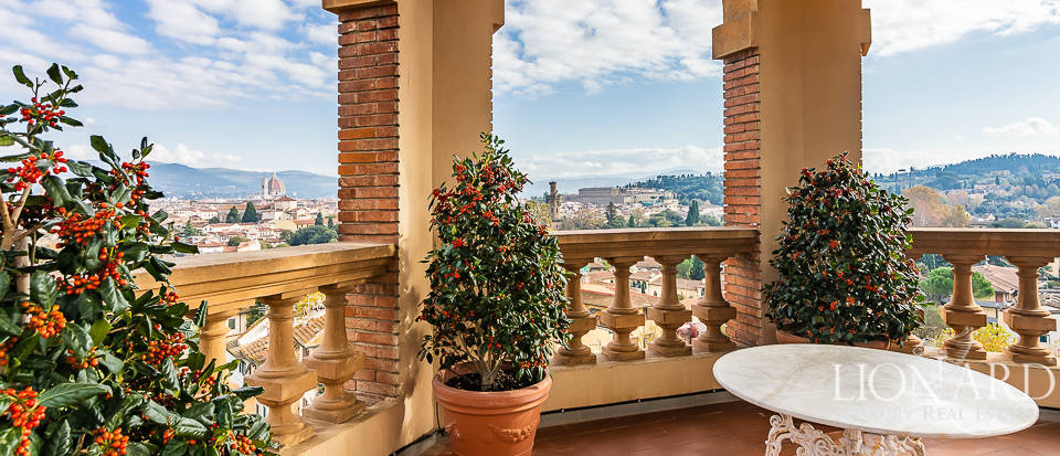 wonderful apartment in a villa for sale in florence