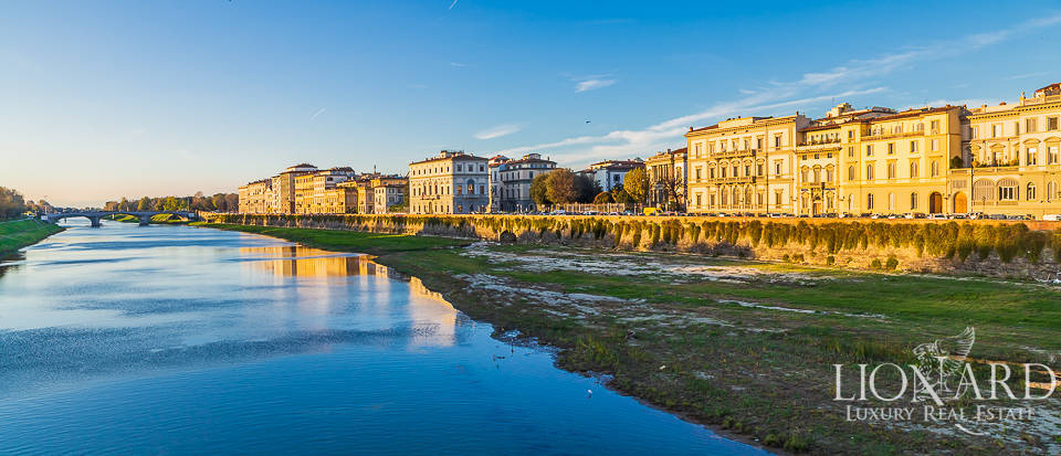 Luxurious apartment near the river Arno in Florence Image 1