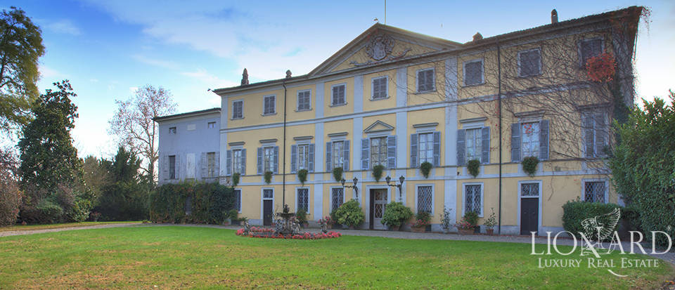 Neoclassical villa for sale in the province of Piacenza Image 1