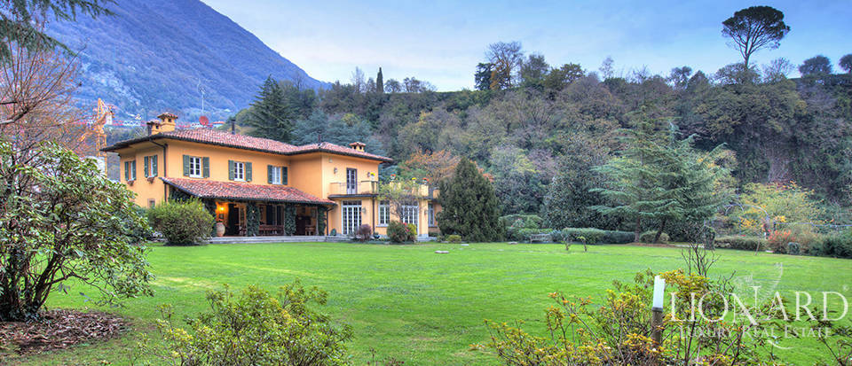 Luxury villa for sale in the province of Como Image 1