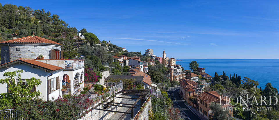 villa for sale with a stunning view of the ligurian sea