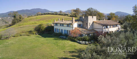 wonderful farmstead surrounded by umbria s stunning countryside