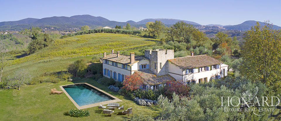 Wonderful farmstead surrounded by Umbria