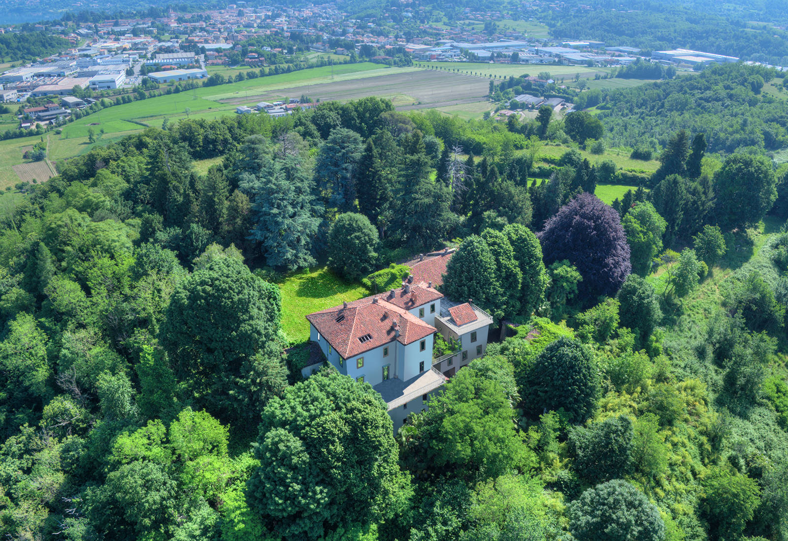 historic building for sale in the heart of brianza