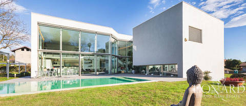 designer villa for sale in the province of varese