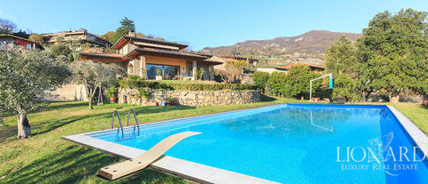 luxury villa for sale in front of lake iseo