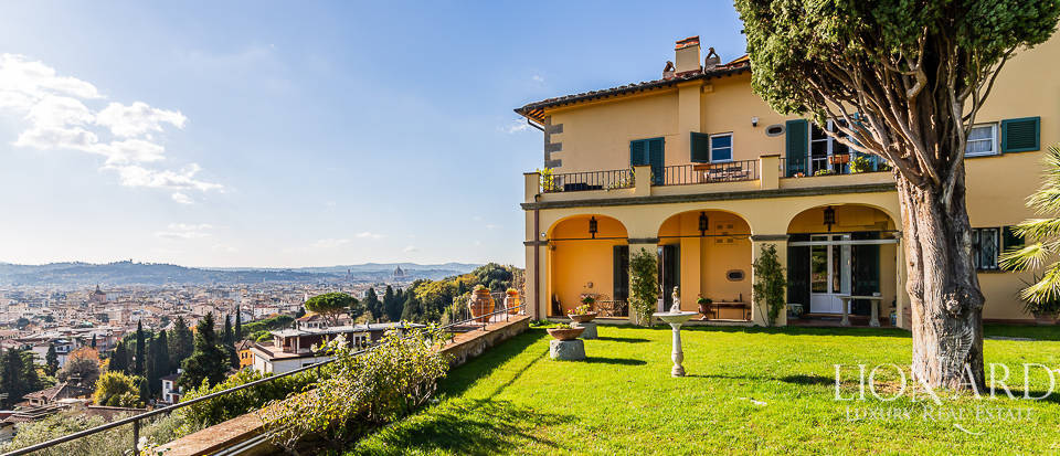 Wonderful apartment in a villa at the outskirts of Florence Image 1