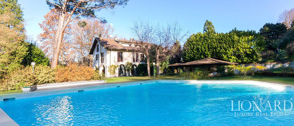 Luxury villa for sale on the shores of the river Ticino Image 1