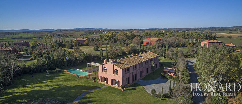 Luxury farmstead with swimming pool for sale in Maremma Image 1