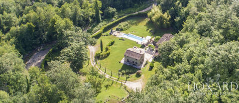 tuscan farmhouse with swimming pool for sale in siena