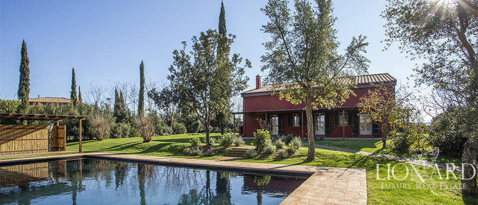 small luxury farm with swimming pool for sale in maremma