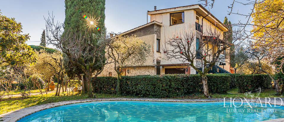 stunning 1970s villa with swimming pool in florence