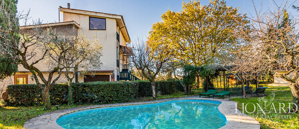 Stunning 1970s villa with swimming pool in Florence Image 1