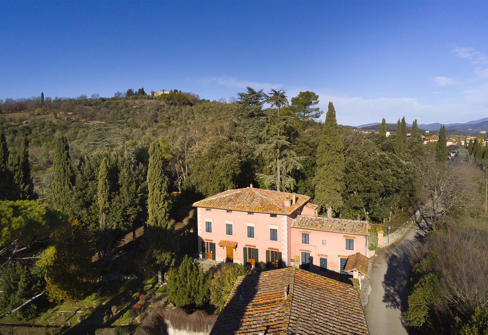 stunning villa for sale in the tuscan countryside