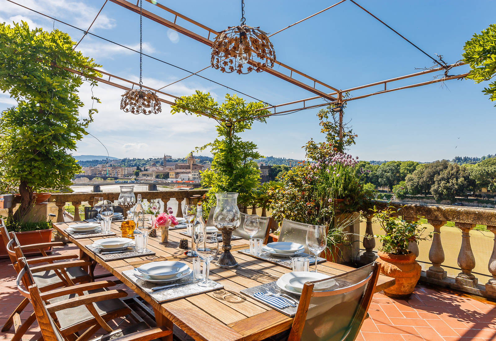 Luxurious penthouse for sale in a 19th-century building in the centre of Florence