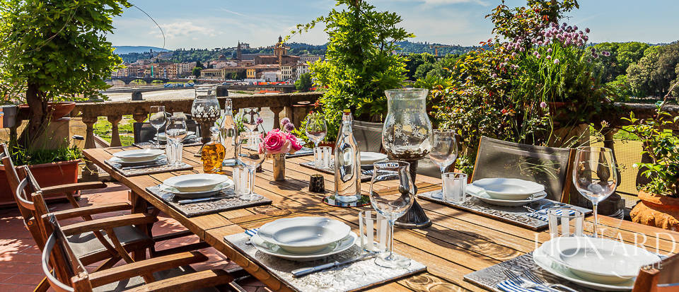 Wonderful luxury penthouse by the river Arno Image 1