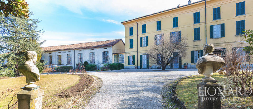 Luxury estate for sale in the province of Lecco Image 1