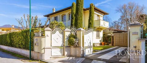 wonderful villa in exclusive area of forte dei marmi
