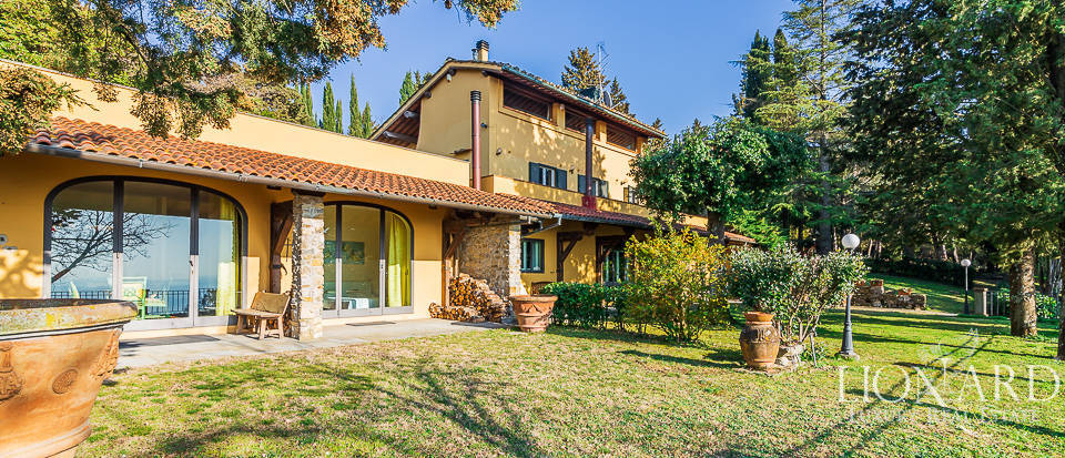 Stunning villa in panoramic position in Florence Image 1