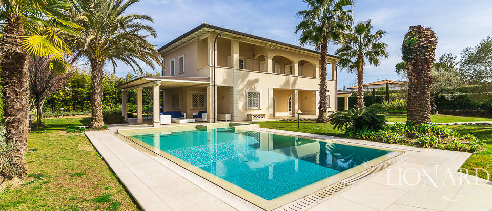 villa by the sea for sale in forte dei marmi