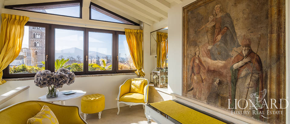 Wonderful penthouse in historical building for sale in Lucca Image 1