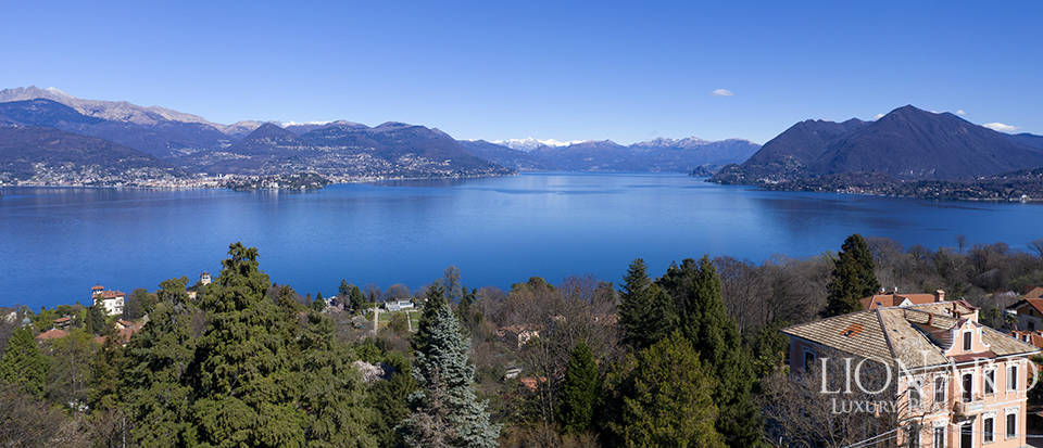 estate with a charming view of the lake in stresa