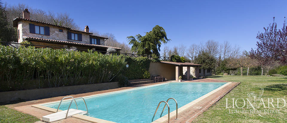 Farmhouse with swimming pool for sale in Todi Image 1